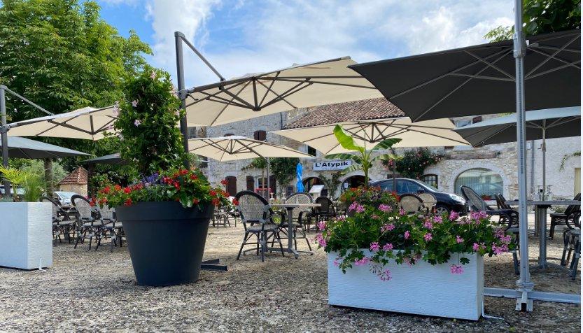 L' Atypik cuisine traditionnelle, terrasse couverte, produits frais et régionaux