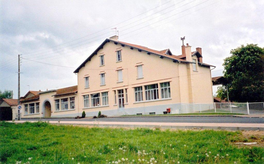 Ecoles maternelle et primaire de Montjoie sur la commune de Youx
