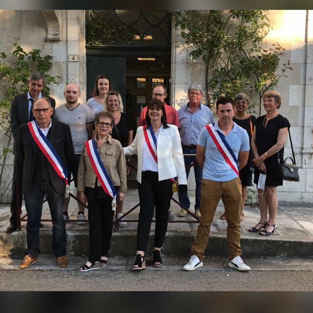 12 membres du Conseil Municipal parmi les 15